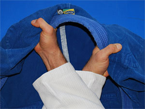 Gi-Choke-One-Deep-Grip