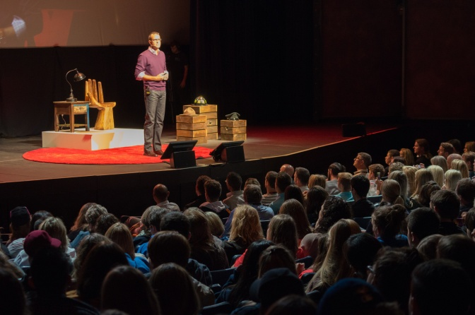 5 Power Tips To Become A Better Public Speaker